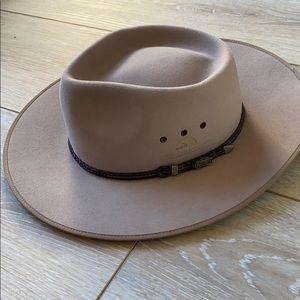 Akubra gray felt cattleman hat
